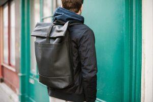 Comment porter un sac à dos avec style